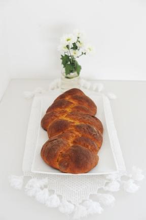 Pane con zucca, arancia e mandorle: https://gikitchen.wordpress.com/2014/10/22/pane-arancia-zucca-mandorle/